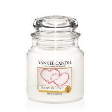 Yankee Candle Small Jar Snow in Love - Снежная Любовь маленькая свеча в банке